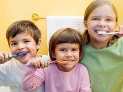Как защитить зубы ребенка от кариеса